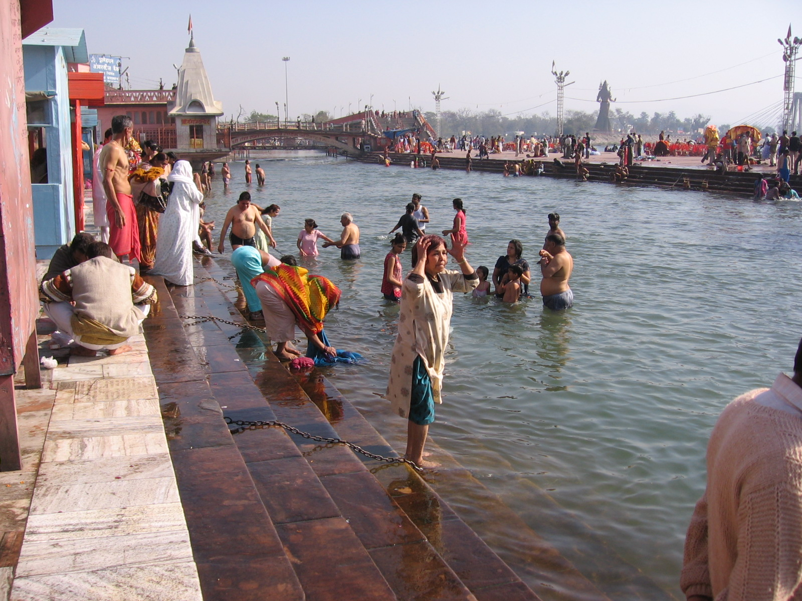 http://susanthurin.files.wordpress.com/2008/01/darshan-at-the-ganges.jpg